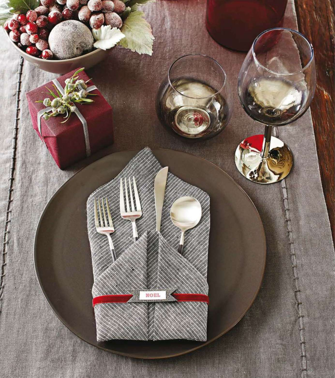 Festive Flourishes in Better Homes and Gardens Christmas Ideas. - Midori  Inc.